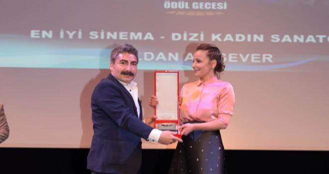 Ulusal Palandöken Ödül Töreninde Vildan Atasever'e Ödül...